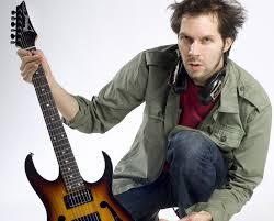 Koleksi Gitar, Aksesoris, Dan Efek Gitar Paul Gilbert